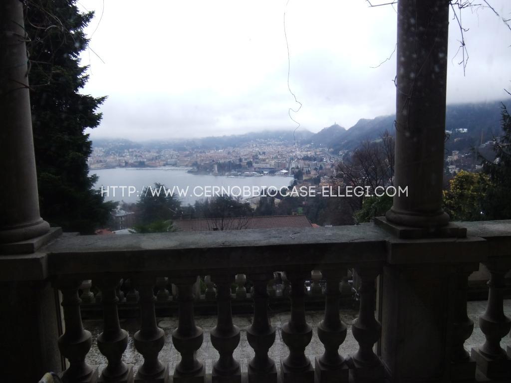 Villa d'epoca con vista lago